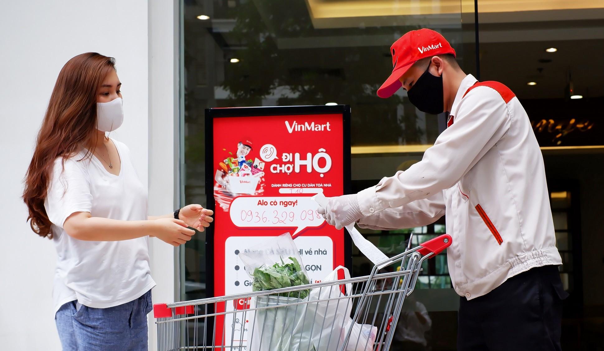 khach-hang-su-dung-dich-vu-di-cho-ho-tai-vinmart-1625114539.JPG