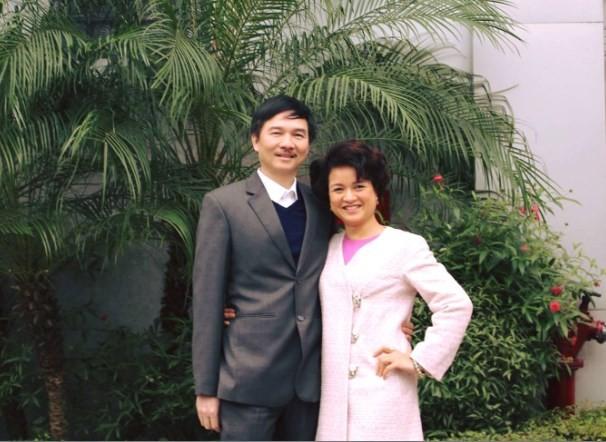 vo-chong-doanh-nhan-nguyen-huu-thang-nguyen-thi-huong-1627347155.jpg